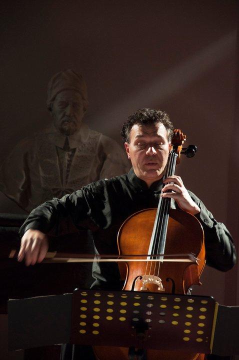 Luigi Piovano suona il violoncello del Maestro Ciro Caliendo